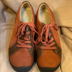 Keen Presidio leather lace up almost new shoes